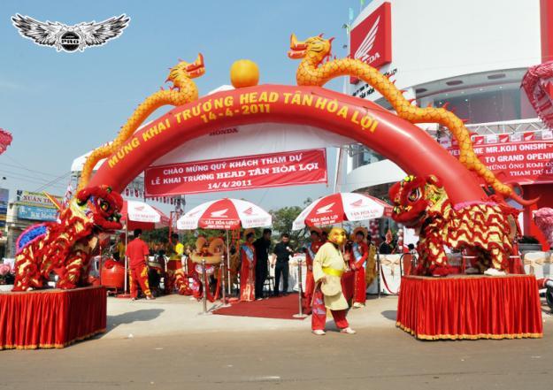 TO CHUC SU KIEN 2 Xưởng sản xuất dù bạt sự kiện - cổng hơi - nhà bạt