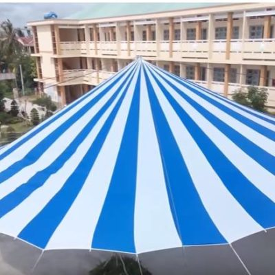 ô dù che sân trường trắng xanh